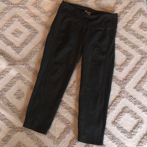 Old Navy Go-Dry Cropped Leggings